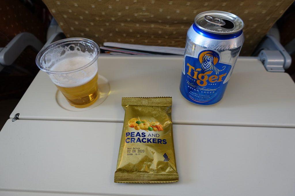 SQ637 飲み物とスナック
