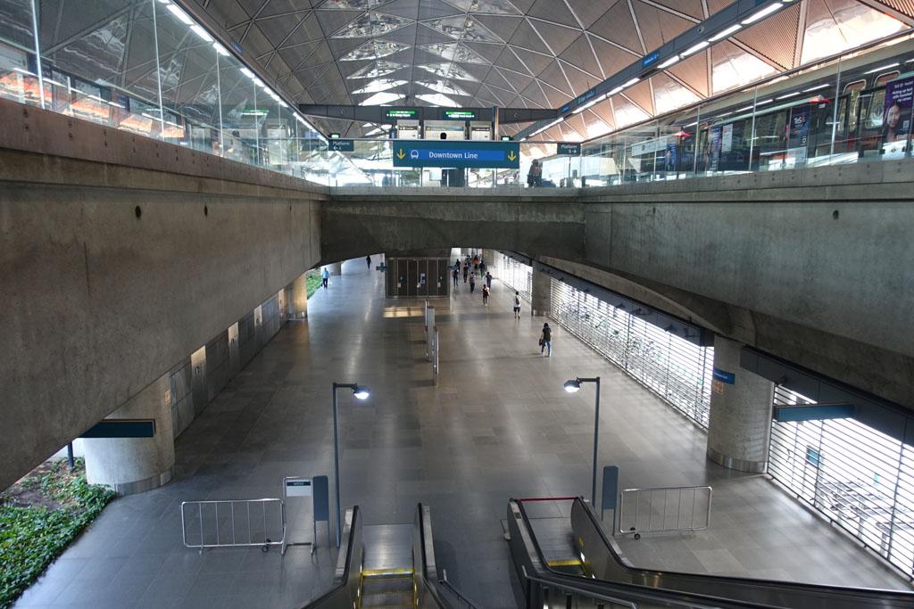 Expo駅の乗り換え